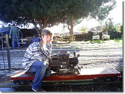 Charilie on Little Engines 0-4-0 Camelback Steam Locomotive